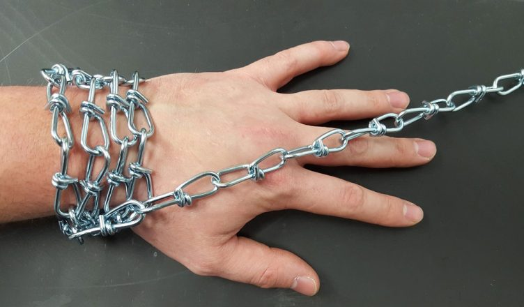 Связаны руки